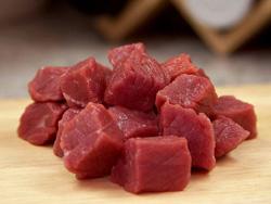 Кусочки сырого мяса